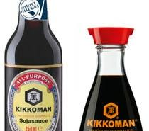 Kikkoman-Sojasoße - die berühmte und die normale Flasche (Foto: Kikkoman)