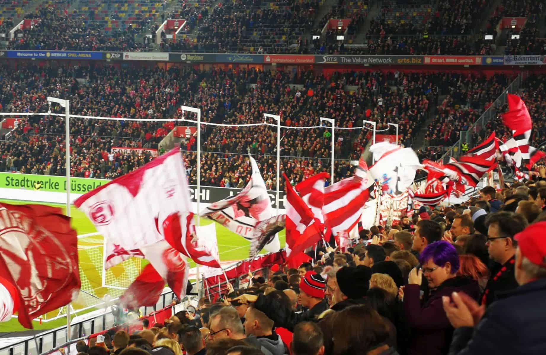 F95 vs Mainz: Die Fahnen und 37.000 Zuschauer