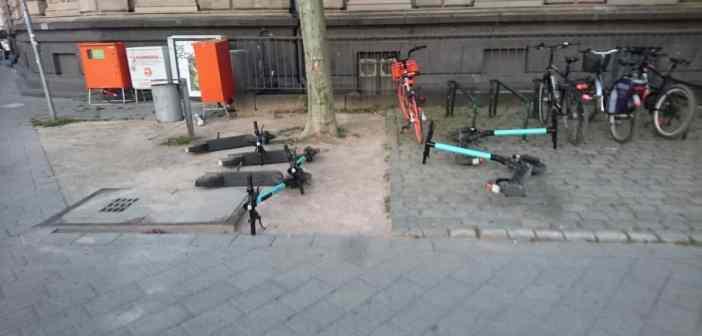 Burgplatz: Real existierendes E-Scotter-Chaos (Foto: C. Grüllich am 27.06.2019)