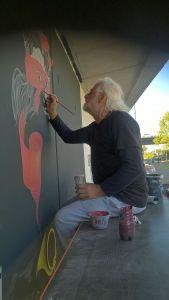 Ungewöhnlich: Lakis Mouratidis malt mit Pinsel und Farbe