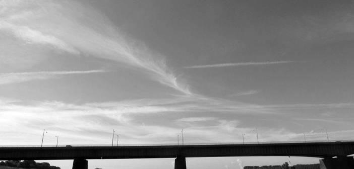 Die Südbrücke aka Josef-Kardinal-Frings-Brücke im Gegenlicht