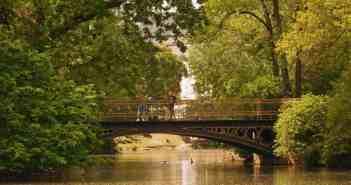 Bilder aus dem Mai 2020: Die goldene Brücke im Hofgarten