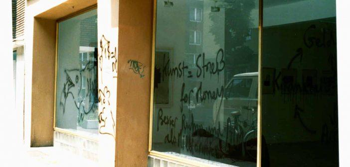 Hatespeech, 1992 am 1. Düsseldorfer Standort Kirchfeldstraße, die der Sprayer später selbst entfernte (Foto: Conrads)