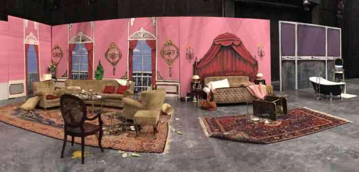 """Immer wieder Fassbinder, hier Couch, Bett und Badewanne des """"Enfant Terrible""""; Foto: Käthe Skora"""