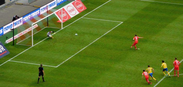 F95 vs BTSV: Kownacki nagelt den Elfer rein (Foto: TD)