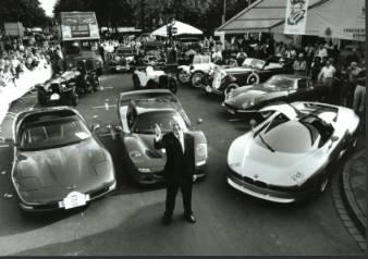 ca. 1998: Helmut Becker im Kreise seiner Lieben... (Foto: Auto Becker)