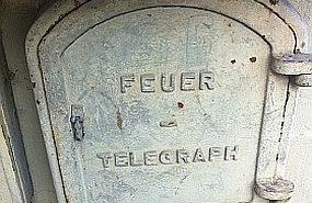 Diesen Feuertelegraph an der Ecke Kaiserswerther/Uerdinger Straße fotografierte unser Leser Andy im Sommer 2011