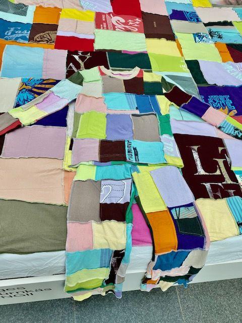 Harlekin-Anzug aus T-Shirts von Isabella Fürnkäs (Foto: I. Hufschlag für TD)
