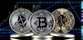 Bitcoin Dips Below $8,000 as Altcoins See Mixed Movements