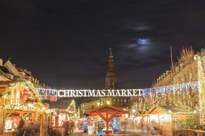 Christmas-Market-near-Stork-Fountain-of-Copenhagen