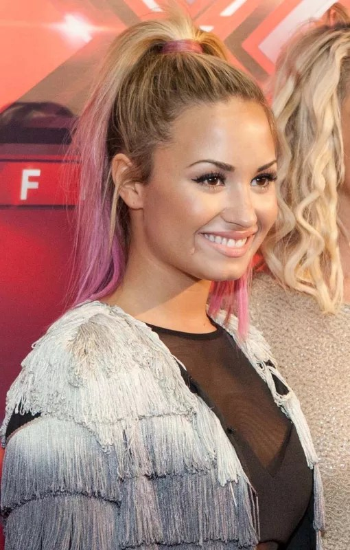 Demi Lovato Hairstyles Through The Transformations The