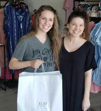 Jill Duggar Goes Shopping