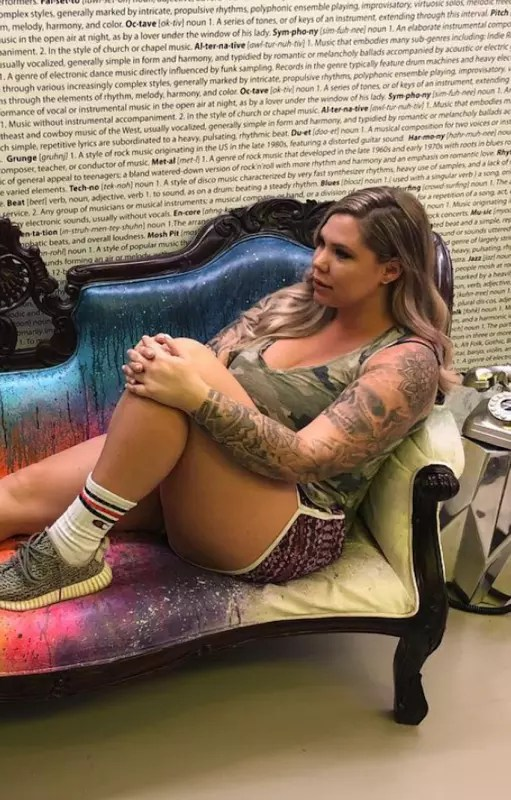 Kailyn lowry on a couch