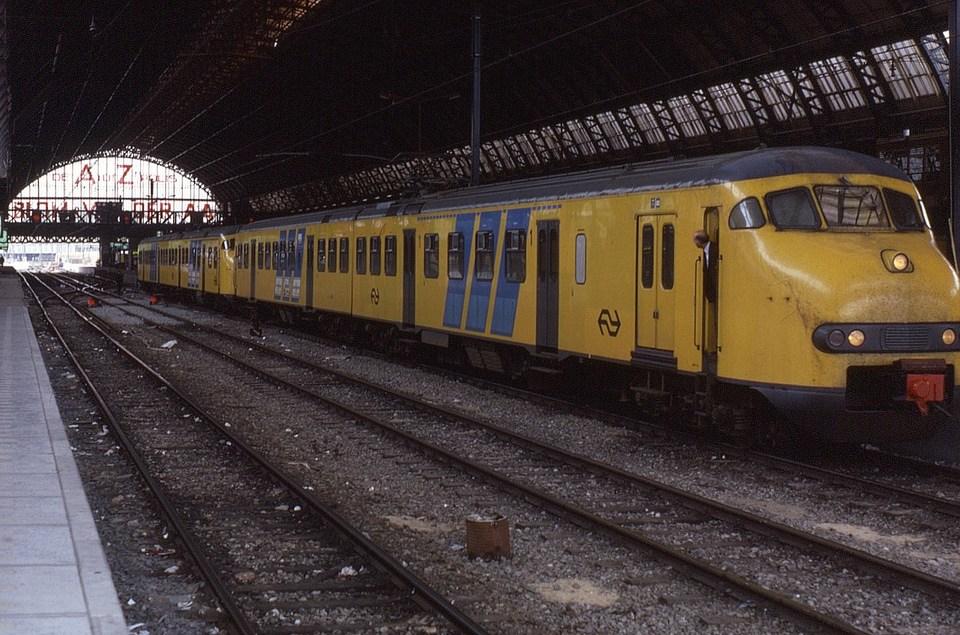 Plan V 2-car EMU at Amsterdam Central © Phil Richards at Flickr
