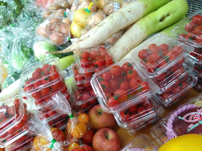 Food is collected and distributed both to customers and to other businesses. ©Second Harvest