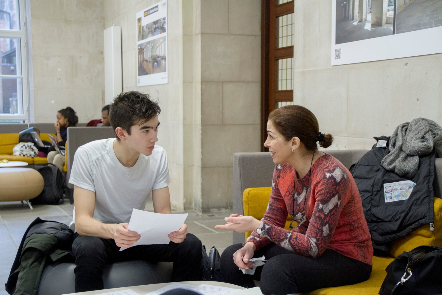 Syrian Architect & Chatterbox Arabic conversation partner Muna conducting a conversation class with a SOAS student _ by Gregoire Mariault © Chatterbox 2016.jpg