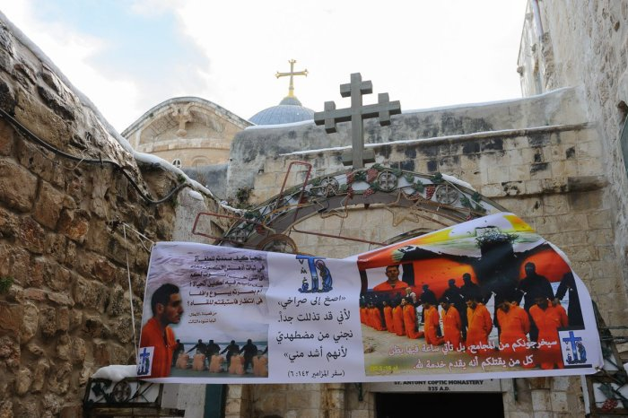 IS followers executing Christians