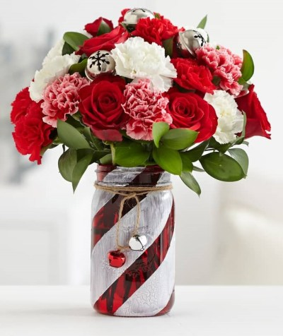 the-little-flower-shop-red-and-white-flowers-strawberries-and-cream-florist-london-flower-delivery-flower-shop-wimbledon-flowers-red-roses-min