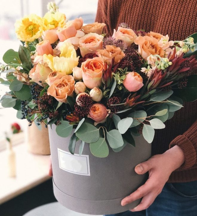 orange-hot-box-bouquet-arrangement-flower-in-hat-luxury-exotic-flowers-the-little-flower-shop-box-flowers