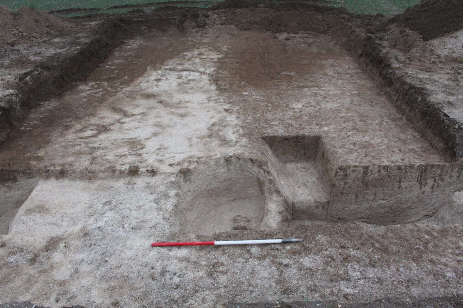LEFT The grave had been dug into the fill of a ditch that had once surrounded a long-vanished Bronze Age barrow an association that is also seen in Beaker-period burials from other sites.