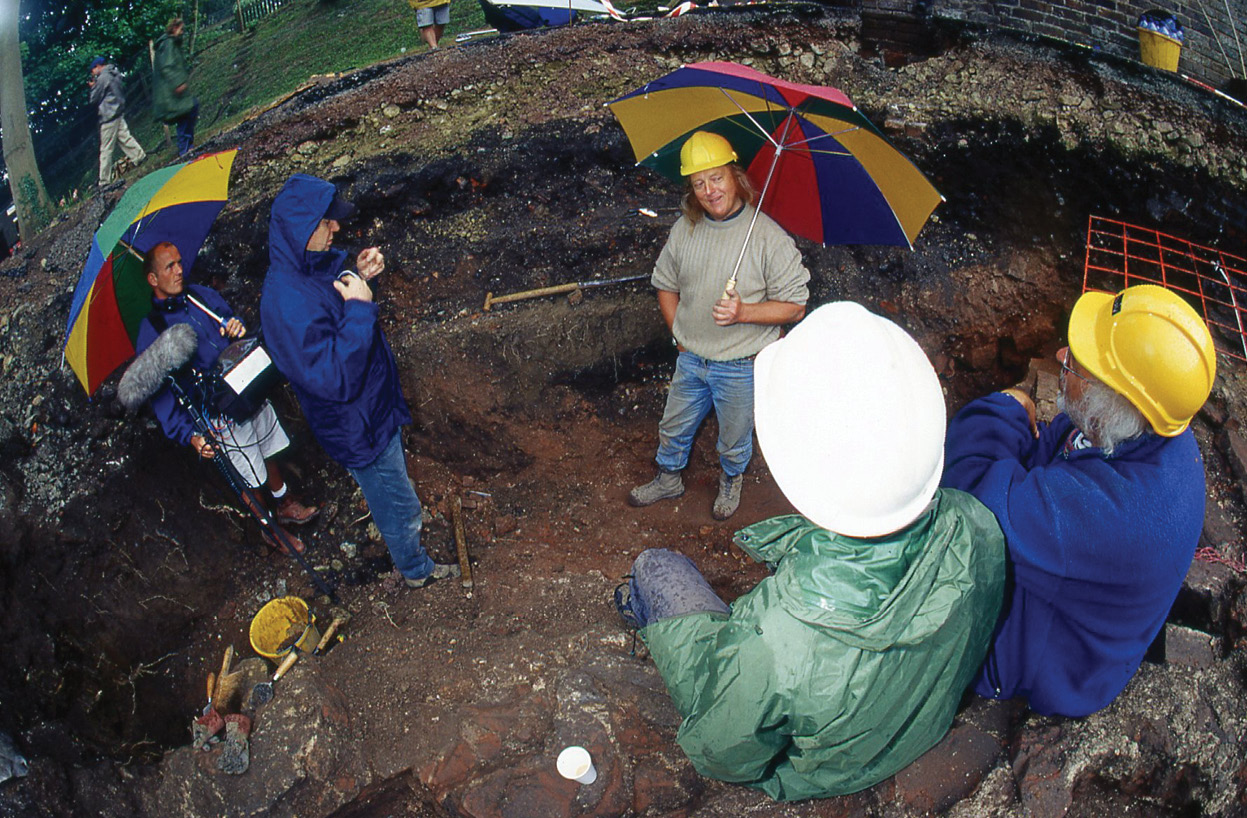 below Come rain or shine. The three-day deadline often saw the team braving the elements. The emphasis on a firm deadline and need to carry on whatever the weather mirrored the time constraints in the contemporary rise of developer-driven archaeology.