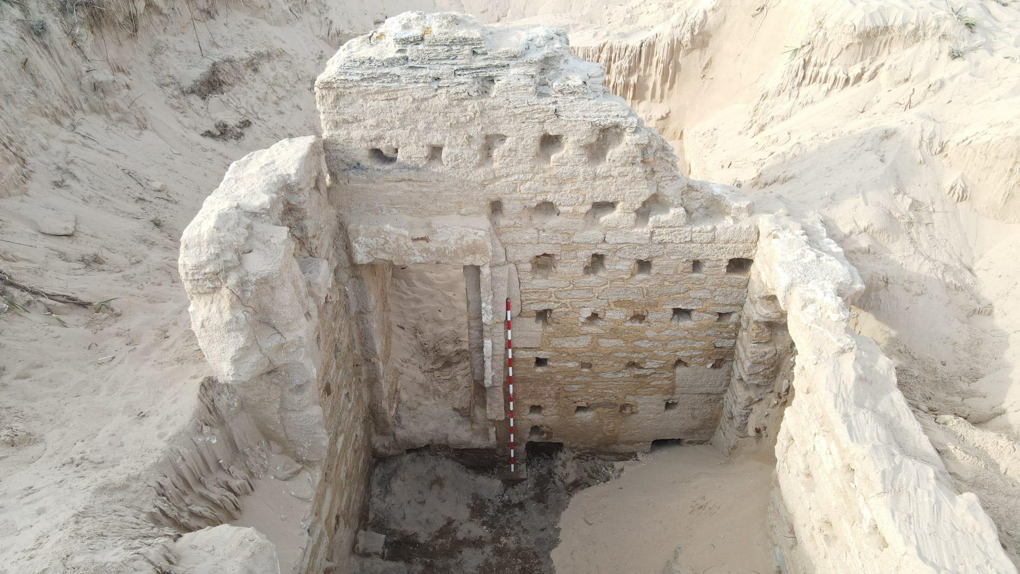 Roman bath complex emerges from Spanish sand dunes