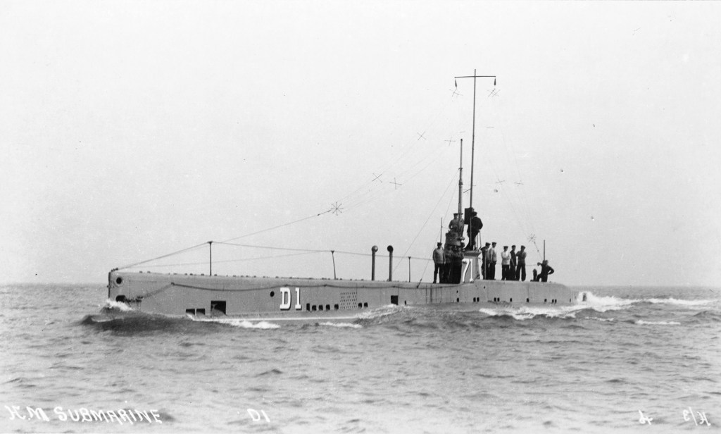 The Royal Navy submarine HMS/m D1 with its crew on board. Image: Imperial War Museum.