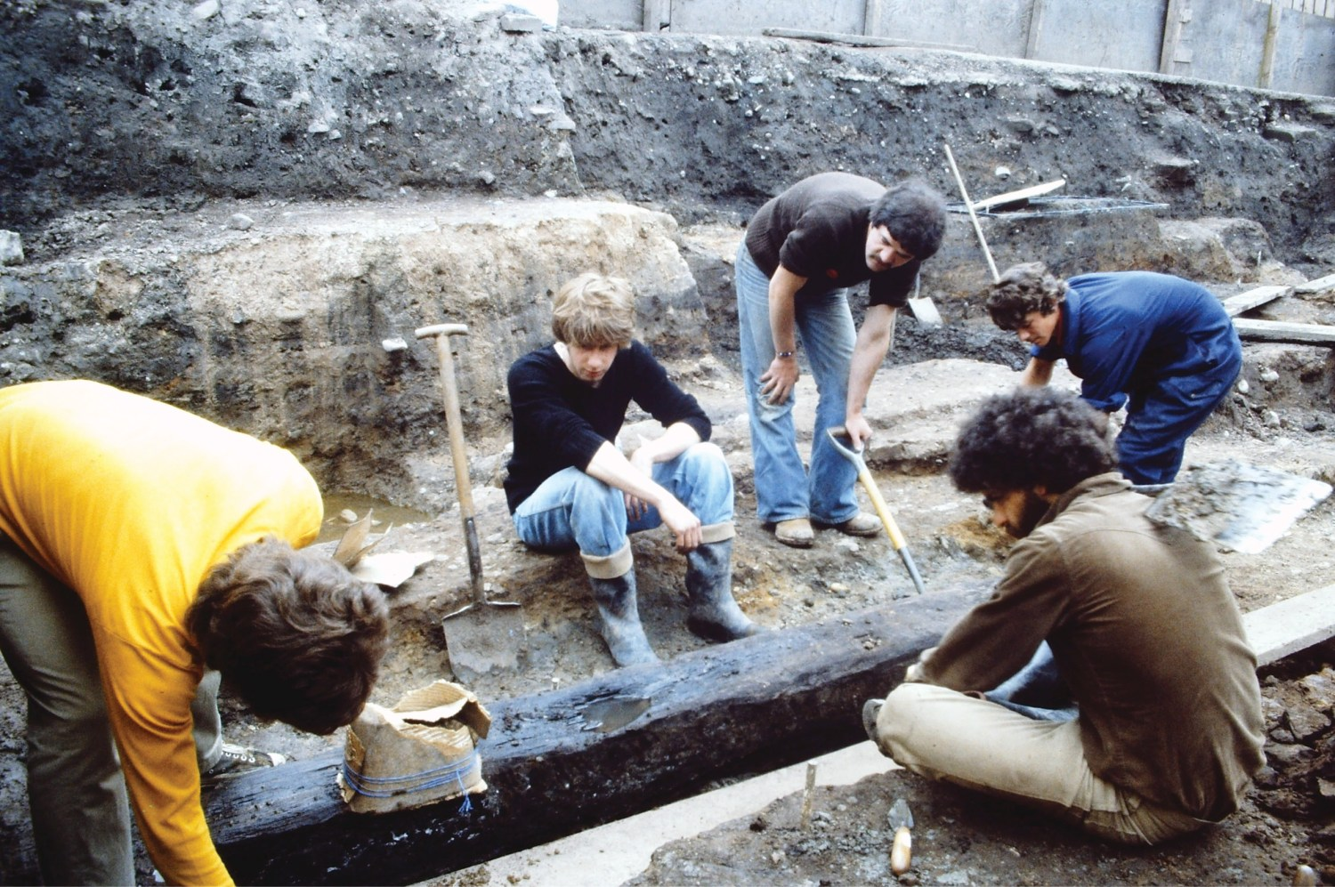 above Between 1978 and 1982, excavation of the north Lanes site at Carlisle shed vivid light on the Roman civilian settlement. Here, the team from Carlisle Archaeological Unit is lifting one of the oak base plates belonging to a 2nd-century high-status structure, possibly a mansio.
