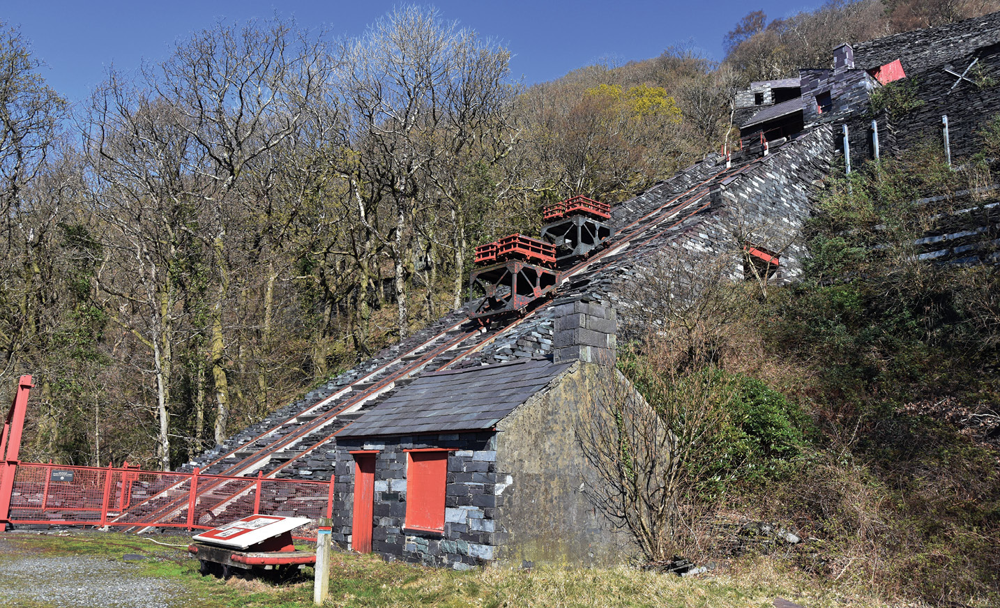 below Looming above the National Slate Museum in Llanberis is the Vivian Slate Quarry, which was opened in the 1860s and now survives with its stepped working floors and its system of transporter inclines intact. The inclined plane shown here was restored to working order in 1999, and is occasionally used to demonstrate how wagons loaded with worked slate going downhill pull empty wagons up from gallery to gallery.