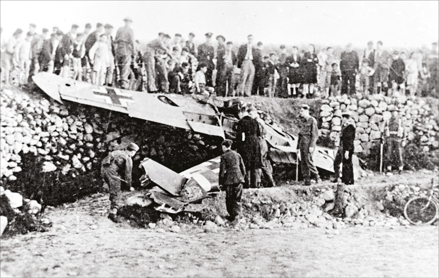 ABOVE An image sometimes misidentified as the Messerschmitt Bf 109 in which Hauptmann Karl-Heinz Krahl was shot down and killed on 14 April 1942. In fact, the pilot of this machine was Unteroffizier Hans Pilz, who survived the crash on 1 April 1942.