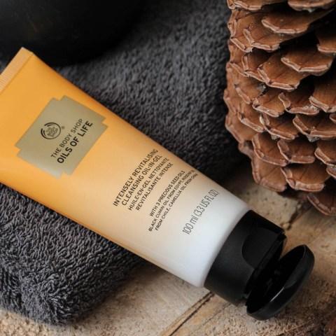 L'Huile-en-Gel The Body Shop, idéale pour nettoyer une peau sèche
