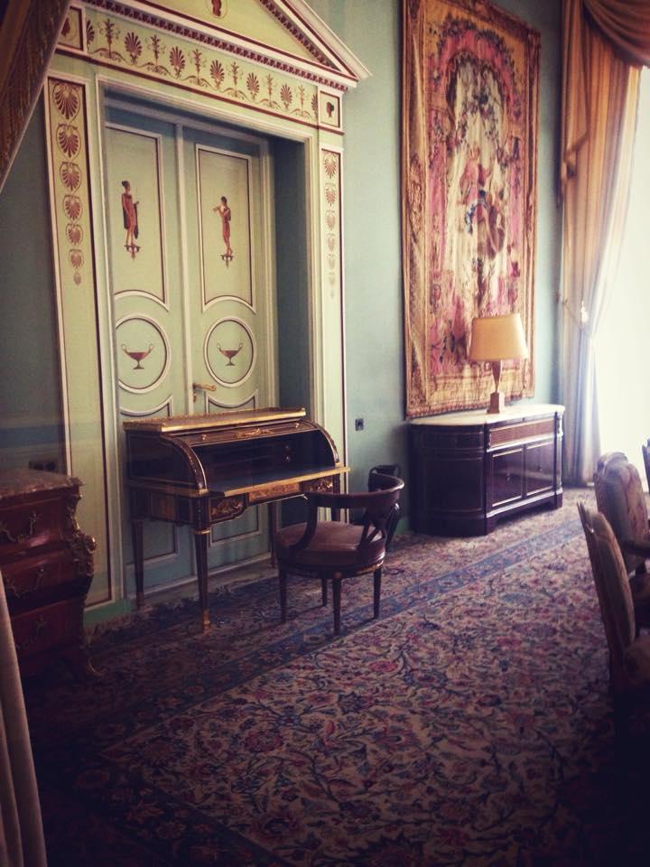 Ruang Studi dan Baca di Saadabad Palace.
