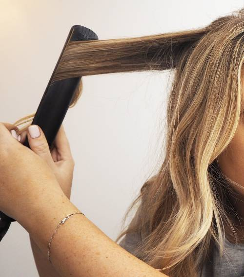 curl-hair-with-straighteners-274457-1544102495007-image.500x0c