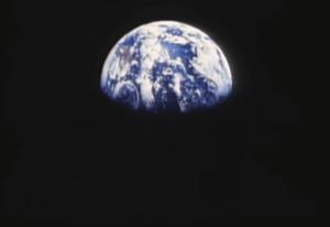 Man in the Mirrorに出てくる地球の画像