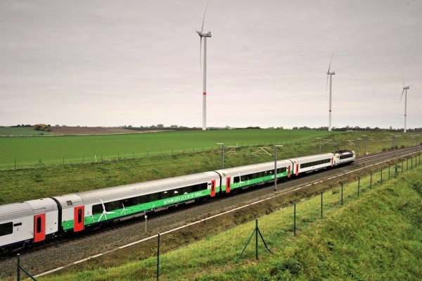 """Moving by the wind"": the first sail train on the trajectory from Leuven to Liège rode out last week (photo: Electrabel)"