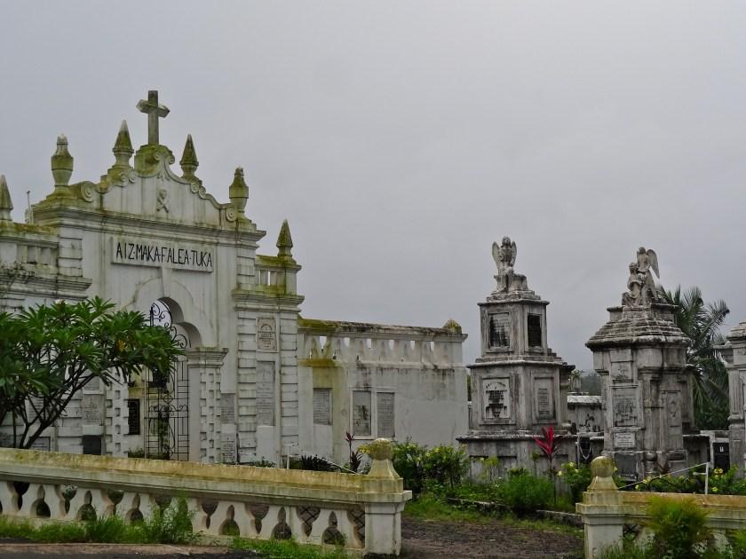 Aldona church, Aldona cemetery