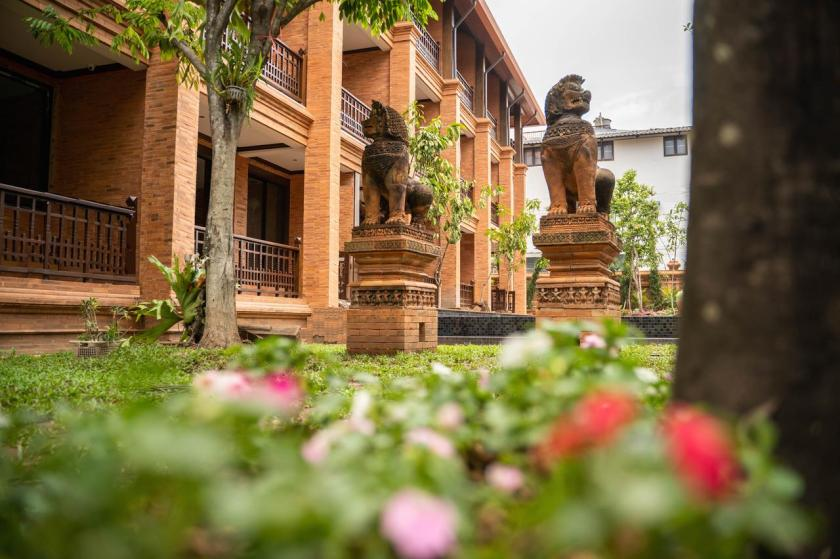 terracotta arts hotel chiang mai, where to stay in chiang mai