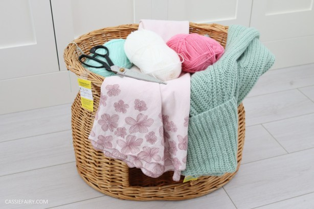 cat-pet-bed-basket-makeover-knitted-pillow-pompoms-sewing-project-tutorial-14