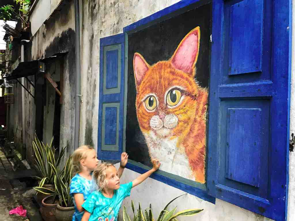 the travelling twins, Penang graffiti, Penang Street art, trailing with kids,  agoda penang homestay,  airbnb penang homestay,  street street view