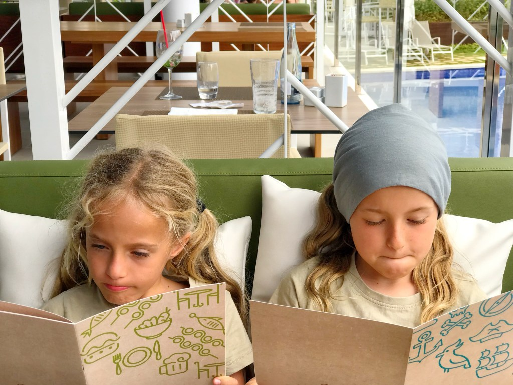Zafiro Palace Palmanova - girls cannot decide what to order,