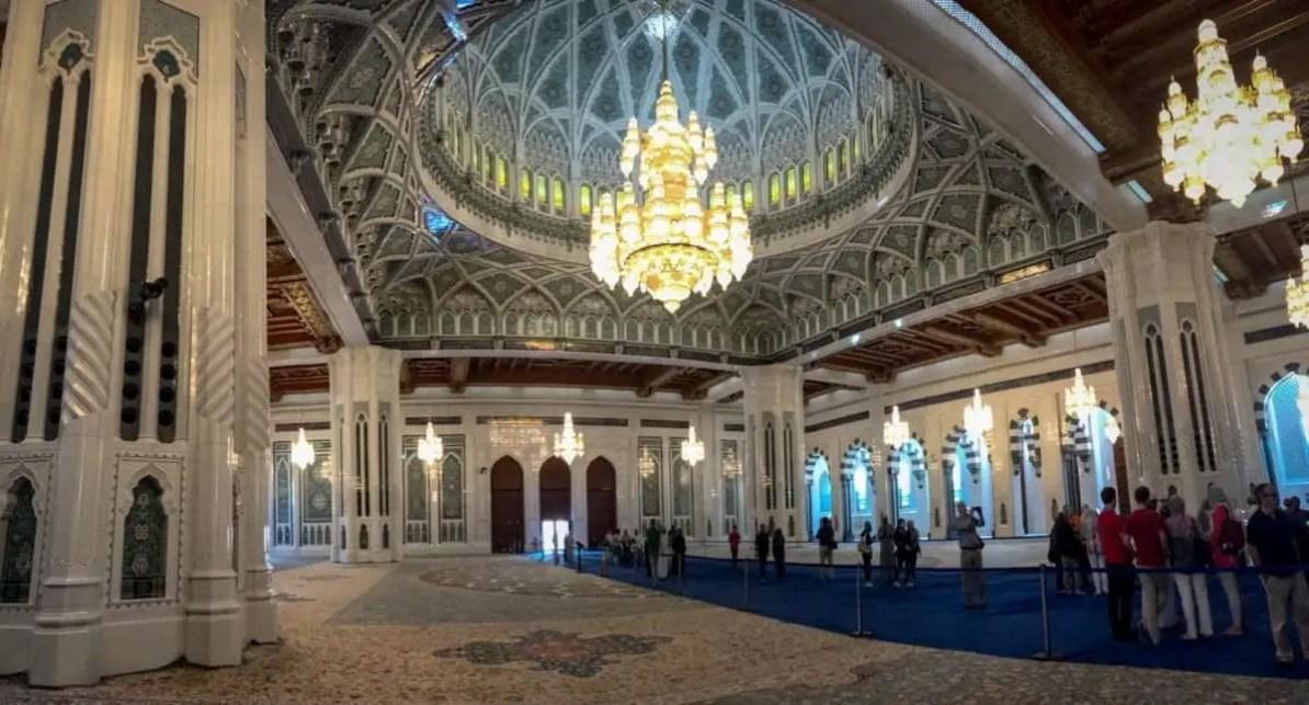 Wielki Meczet Sultana Qaboosa wnętrze - the travelling twins