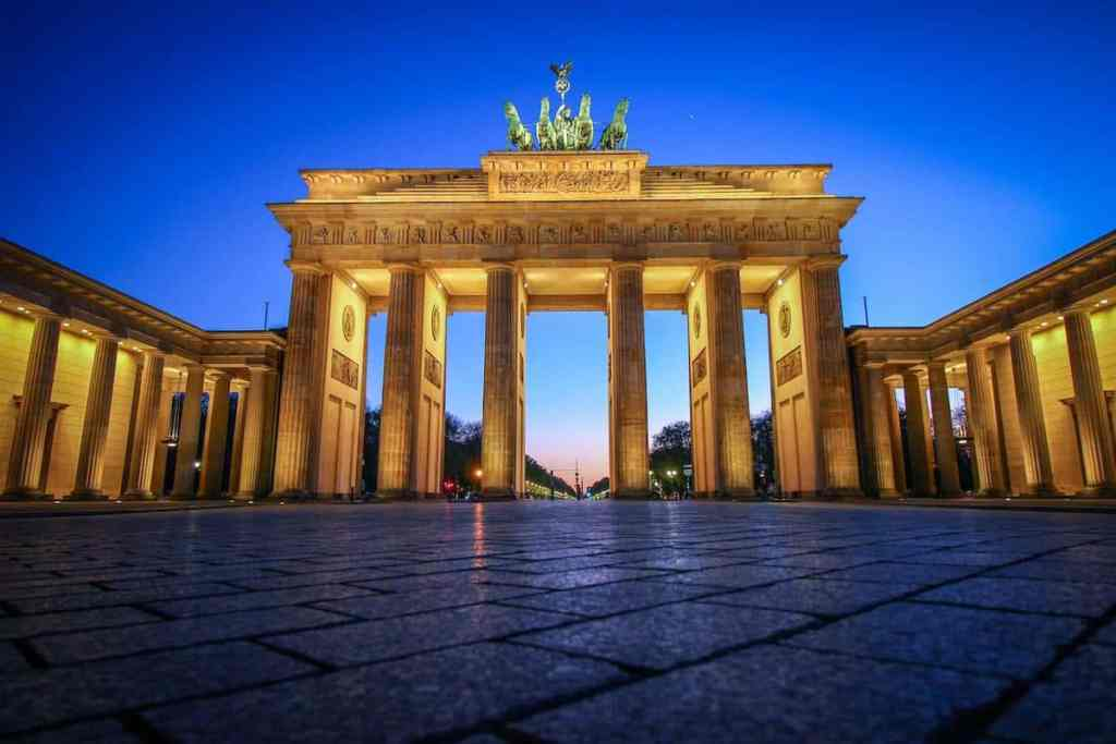 Brandenburg Gate – Berlin Landmark in Berlin - Berlin Wall