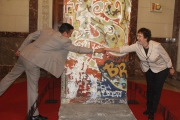 "<h5>Thanks NMPH</h5><p>© courtesy of <a href=""https://www.facebook.com/media/set/?set=a.1062558433768474.1073741929.194149337276059&type=3"" target=""_blank"">National Museum of the Philippines</a>. Im Bild: Brigitte Zypries, Parlamentarische Staatssekretärin u. Jeremy Barnes, Direktor des NMPH</p>"