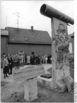 """<h5>Thanks Bundesarchiv</h5><p>© by <a href=""""http://www.bild.bundesarchiv.de"""" target=""""_blank"""">Bundesarchiv</a>.Bild 183-1990-0429-010, Allgemeiner Deutscher Nachrichtendienst</p>"""
