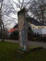 "<h5>Thanks Ian Dennis</h5><p>© by <a href=""https://www.flickr.com/photos/101285985@N08/11635142555"" target=""_blank"">Ian Dennis</a>: Berlin wall section Auf der Freiheit Herford Germany taken 26th December 2013 </p>"