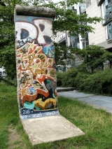 "<h5>Die Berliner Mauer in Brüssel, Belgien</h5><p>Details, Copyright: <a href=""http://the-wall-net.org/?p=158"" >Brüssel, B</a> / Mehr <a href=""http://the-wall-net.org/category/the-berlin-wall/eur/"" >Standorte Europa</a></p>"