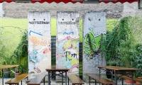 """<h5>Chausseestraße</h5><p>Chausseestraße <strong>Ballhaus Berlin</strong> © <a a href=""""https://www.facebook.com/ballhausberlinhostel/photos/a.1902383736445138.1073741830.1490437880973061/1902406116442900/?type=3&theater"""" target=""""_blank"""">Ballhaus Berlin/facebook</a><br>Datum der Aufnahme: 2017                                                                                                      </p>"""