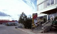 """<h5>Großbeerenstraße</h5><p>Großbeerenstraße <strong>Kaiser's</strong> © <a href=""""http://ralfhahne.tumblr.com"""" target=""""_blank"""">Ralf Hahne</a><br>Datum der Aufnahme: 2002                                                   </p>"""