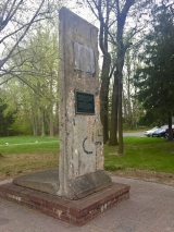 "<h5>Thanks Vereinigung Erzgerbirge</h5><p>Section of the Berlin Wall at the Vereinigung Erzgebirge in Warminster, PA, USA.  © <a href=""http://veclub.org/"" target=""_blank"" >Vereinigung Erzgebirge/Dave Kearney</a></p>"
