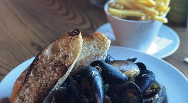 You Can Now Get Bottomless Mussels & Chips At This West Yorkshire Restaurant